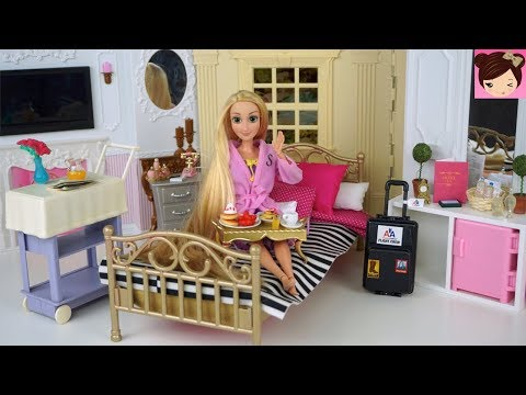Barbie Rapunzel Hotel Room Morning Routine - Room Service Breakfast - Pink Bathroom -
