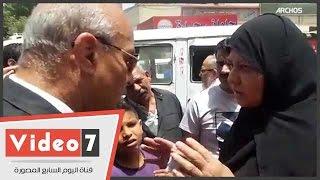 """سيدة تطالب محافظ القاهرة  بعلاج حفيدها.. وتيمور: """"اطمنى دى مسؤليتى الشخصية"""""""