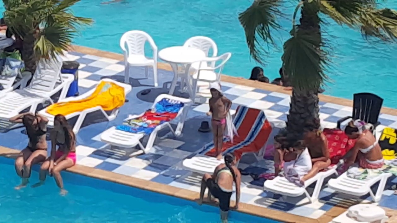 Piscine complexe touristique adim youtube for Piscine algerie