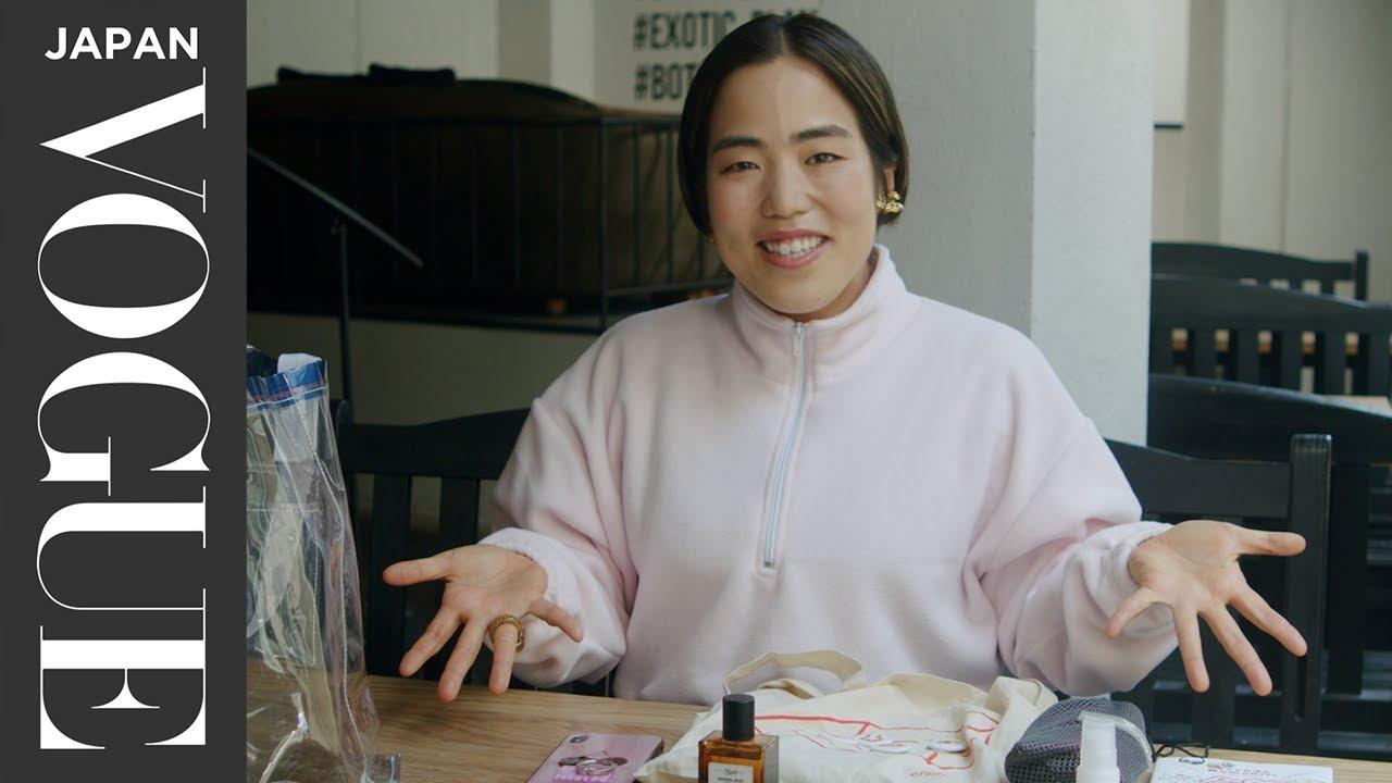 ゆりやんレトリィバァのバッグの中身は? ゆりやんワールド全開でキュートなアイテムたちを紹介!  VOGUE JAPAN