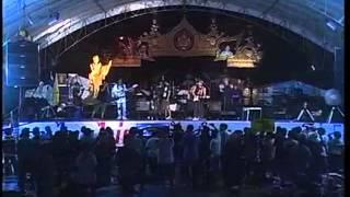 เพลงนักเรียนชั้น ปอขี้ไก่ - เศก ศักดิ์สิทธิ์   13 พ.ย.2556 ที่เวทีสะพานผ่านฟ้าลีลาศ กทม
