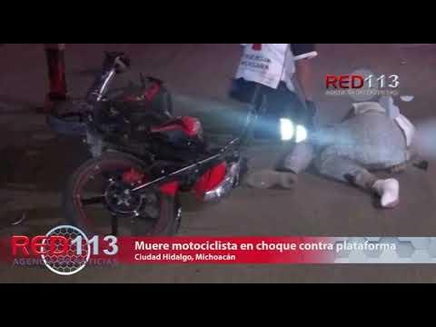 VIDEO  Muere motociclista al estrellarse contra una plataforma de tráiler
