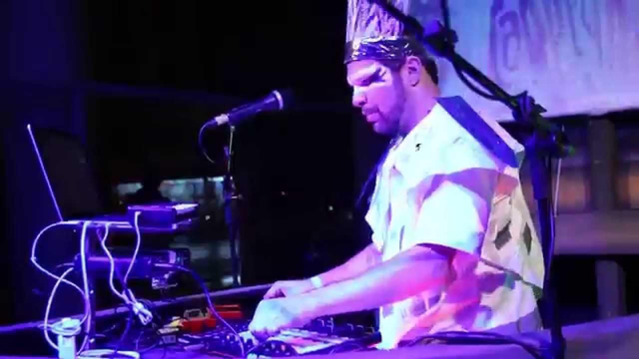 DJ MAM no Museu de Arte do Rio