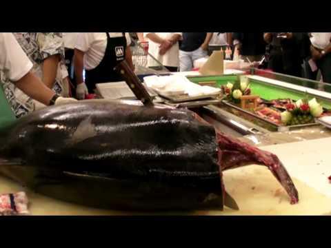 Ahi cutting demonstration, Taste of Marukai 2010