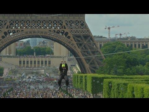С Эйфелевой башни можно спуститься по тросу со скоростью 90 км/ч (новости)