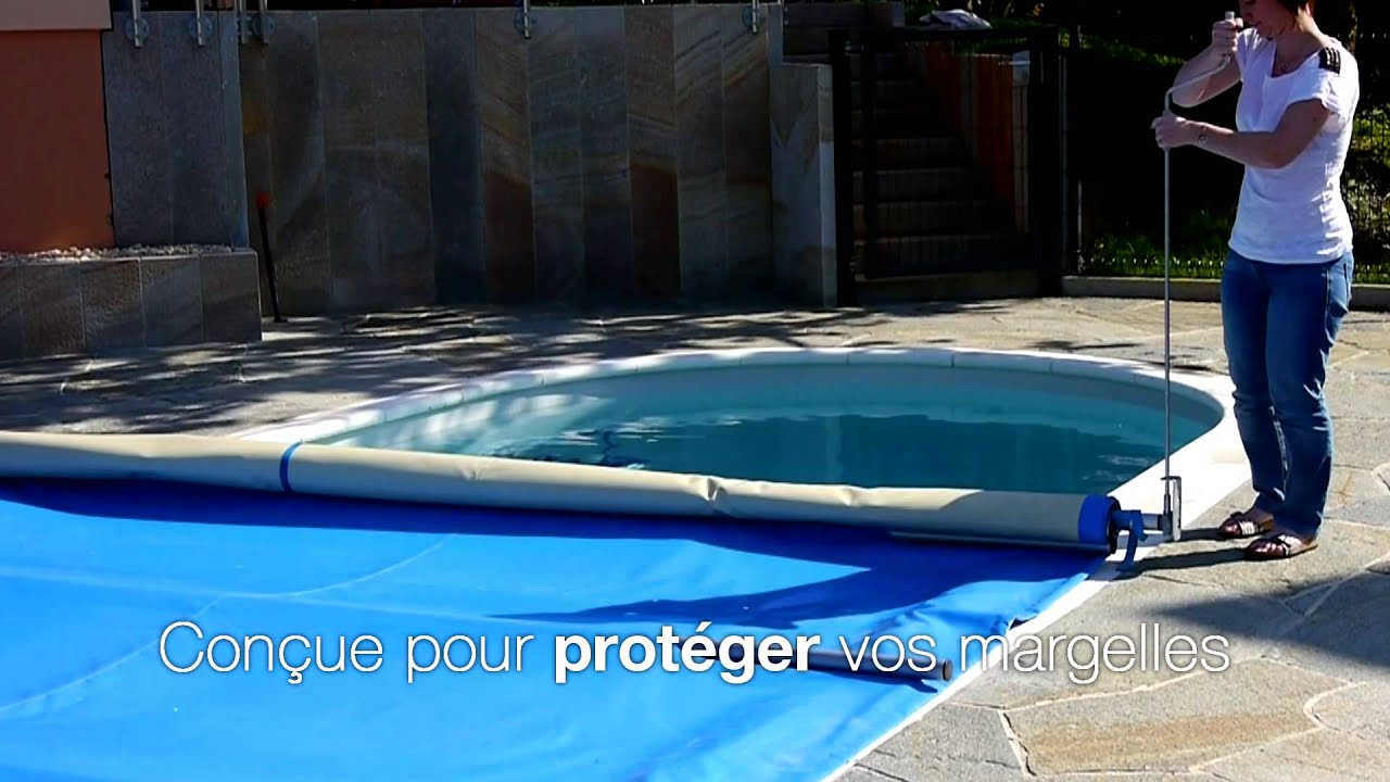 Couverture de piscine watertop youtube for Couverture piscine