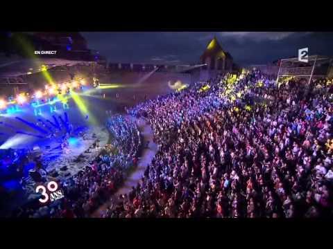 Sean Paul - Hold on/She Doesn't Mind/Touch The Sky ( Live Fête De La Musique 2012)