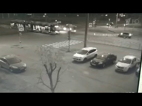 В Санкт-Петербурге столкнулись маршрутка и трамвай.