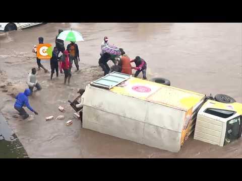 Magari yasombwa na nyumba kujaa maji ya mvua Nairobi