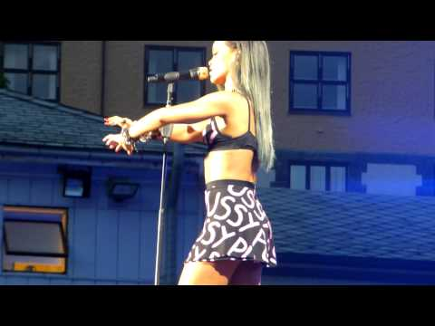 Rihanna - Take a bow/Cold Case Love/Hate that i love you live (Norway, Bergen 26/7-13)