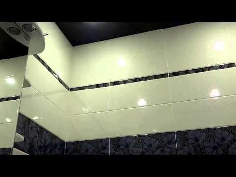 Ванная бело-черная и черный натяжной потолок