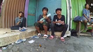 Video Pengamen Kreatif Jakarta - rame rame pakai kencrung - YouTube.MKV download MP3, 3GP, MP4, WEBM, AVI, FLV Juni 2018