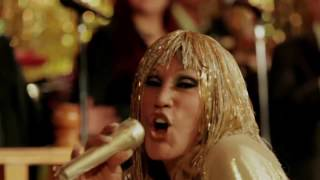 Laura León & Tropikal Forever - Lo Menea (she's a maniac, michael sembello cover)