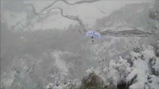 شاهد: مزارعون يرمون الحليب في الشارع ومغامر يقفز من فوق الجبال…
