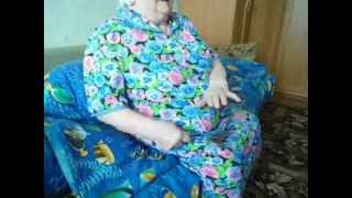 Бабушке 84 года, играет на ложках