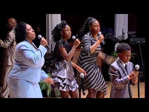 The Hoskins Family - The 2014 World's Greatest Mother's Day Gospel Bowl