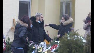 DARKO LAZIĆ JEDVA STOJI NA NOGAMA Pevač skrhan bolom pred sahranu oca, oči crvene od suza