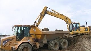 Stuck Hydrema 922C Getting Help From Komatsu Excavator After Being Loaded