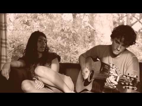 """Julia y Tomas tocan """"Hit the road Jack"""" en Punta Colorada"""