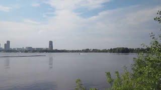 Летняя Москва онлайн.  Июль в Москве и где отдыхать. Самый отдых в жару - это пляж у метро Строгино.
