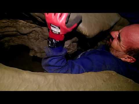pasitos estrechos en cueva de la fajara
