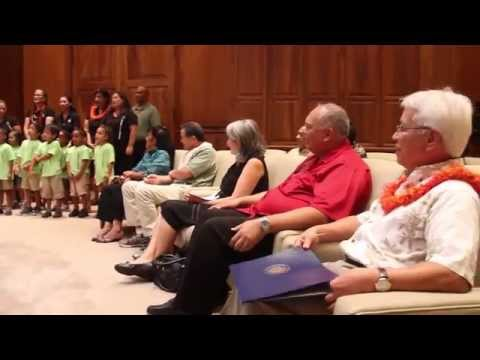 Aha Punana Leo O Waianae Sing to Governor Abercrombie