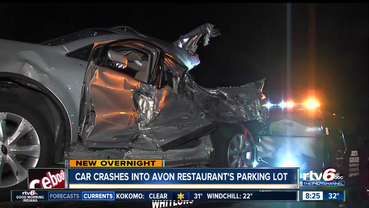 Car crashes into Primanti Bros  parking lot