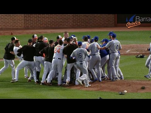 Benches clear after Machado's hit-by-pitch