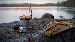 Solo Winter Camping Witнout a Tent - Polar night, Frozen lake, Improvised bivvy, Trangia cooking