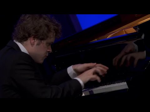 Benjamin Grosvenor plays Chopin, Mompou, Medtner, Ravel, Gounod-Liszt - video 2014