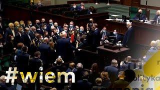Sejm: Awantura o aborcję. Posłanki otoczyły Kaczyńskiego