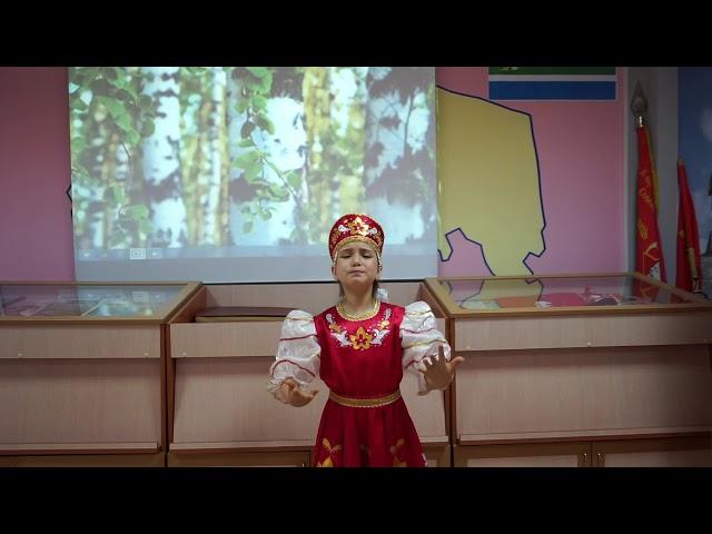 Изображение предпросмотра прочтения – ИльданаАлтаева читает произведение «Родина» К.М.Симонова