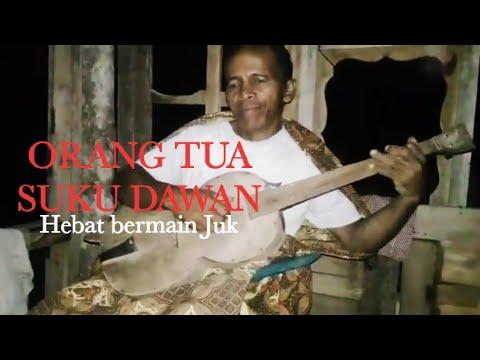 Orang Tua asal suku Dawan jago bermain juk (Kefamenanu, NTT)