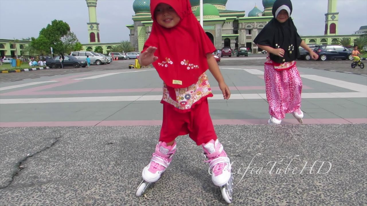 Sepatu Roda Mainan Anak - Lifia Niala Learn how to Play Inline Skates   Lifiatubehd - YouTube 959928505a