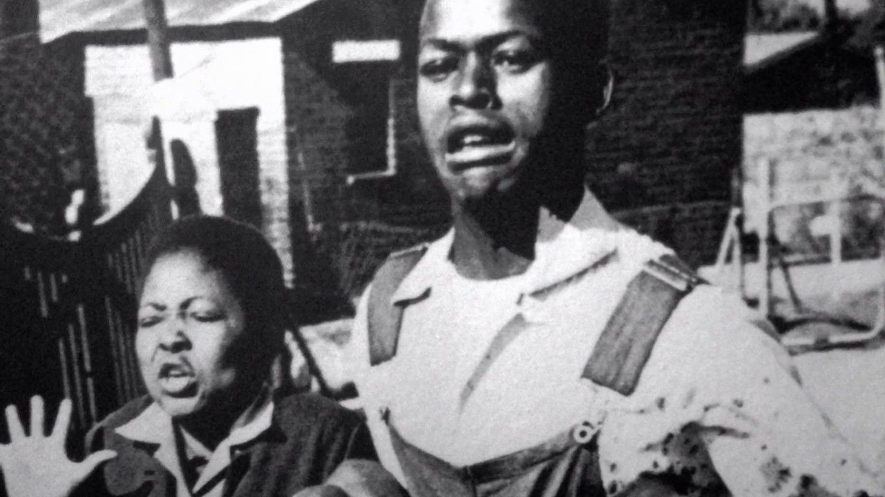 Soweto uprising (16 June 1976  ) Journal . The shooting of Hector Pieterson