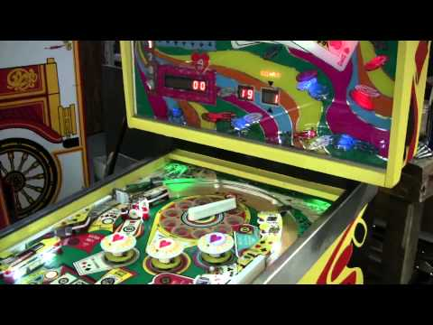 """#335 Stern HOT HAND Pinball Machine with BIG Spinning """"flipper"""" at the top!    TNT Amusements"""