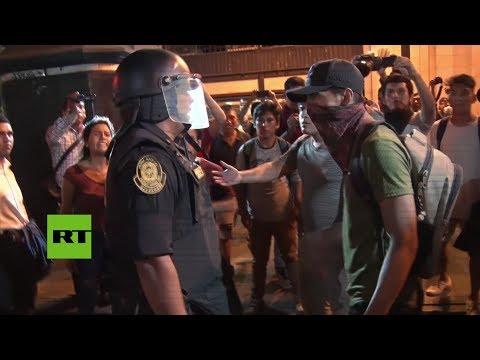 RT en Español: Enfrentamientos en Perú durante la marcha contra el proyecto de ley sobre práctica profesional