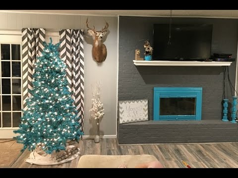 Spray Painting our Christmas Tree Turquoise! (Vlogmas Day 2)