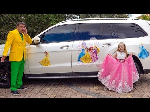 Настя как принцесса собирается на бал