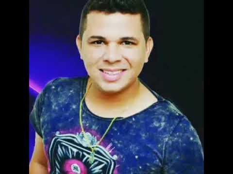 Cesar Araujo- Batom na Camisa