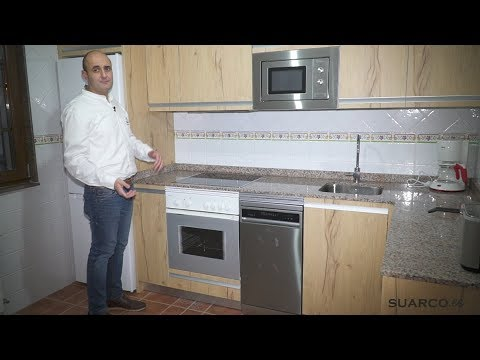 Cocina peque a moderna color madera en l sin for Muebles de cocina suarco