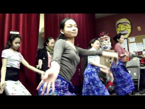 Gamelan - Angklung dance rehearsal