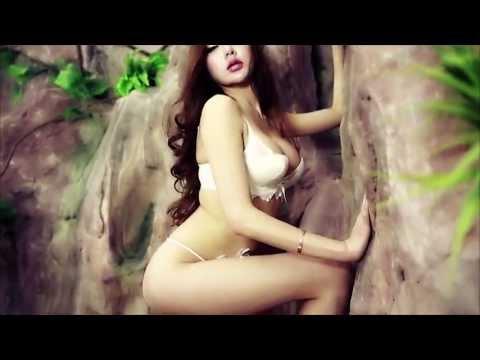 Wang Rui Er Shooting In Sexy Lingerie thumbnail