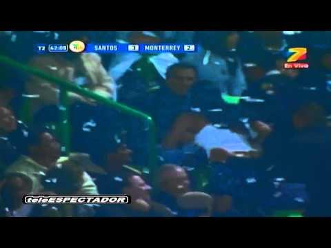 Nữ CĐV khoe ngực ăn mừng bàn thắng - livefootball.vn.mp4