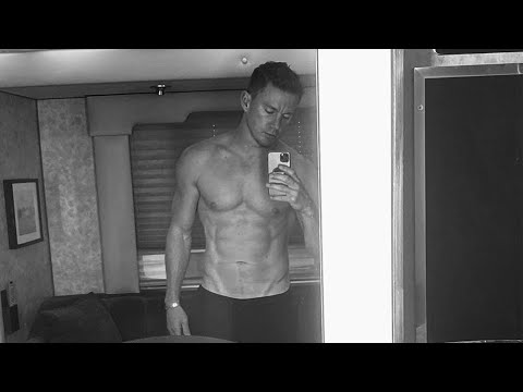 Channing Tatum SHOWS OFF HIS ABS and Says Daddy Is Finally Back
