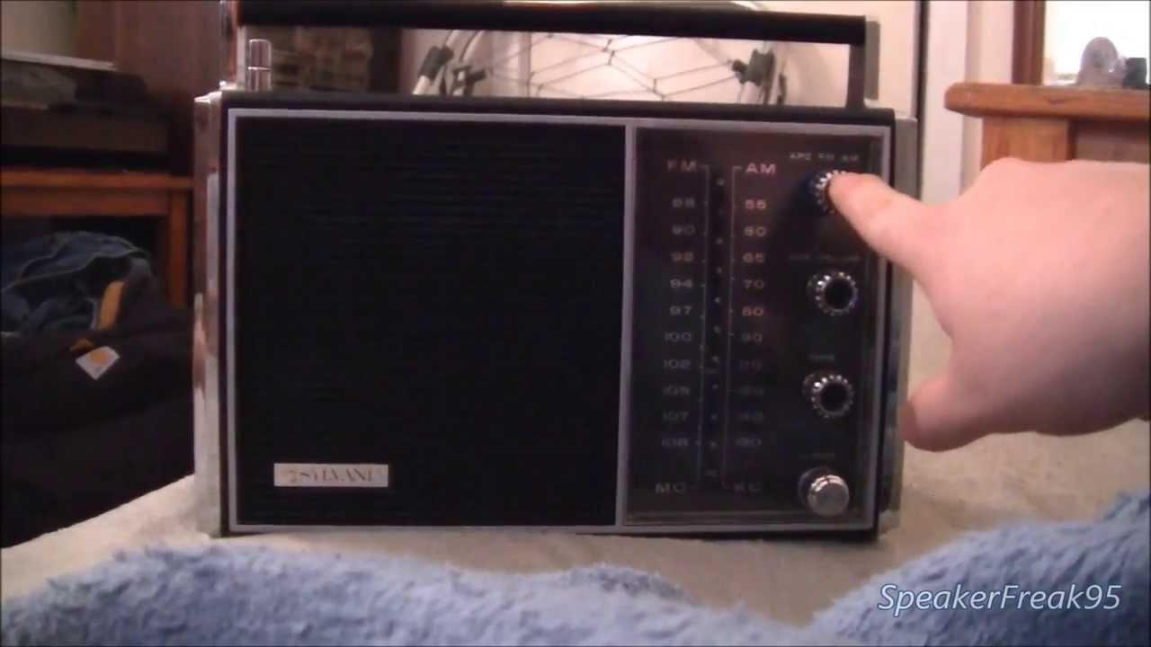 sylvania portable am fm afc solid state radio tr136bk 60 39 s vintage youtube. Black Bedroom Furniture Sets. Home Design Ideas