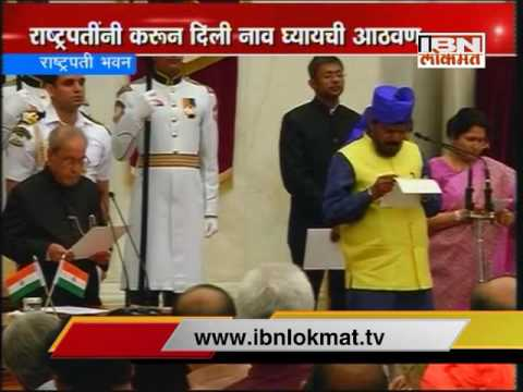 Ramdas Athawale retakes oath after forgetting his name
