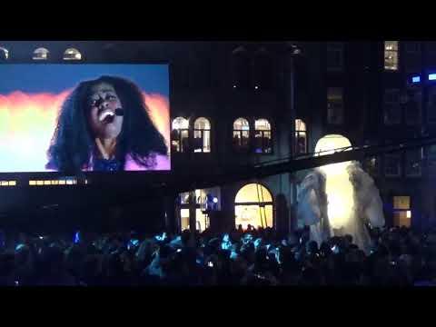 turn on the lights 2017 @  Amsterdam de bijenkorf dam square