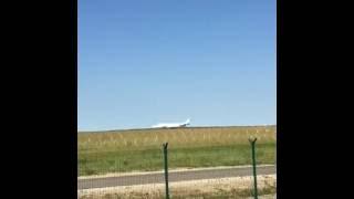 Взлет самолета из аэропорта Грабцево (Калуга)