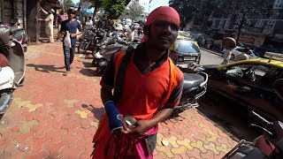 avoid-this-guy-in-india-crazy-beggar
